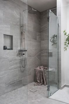 51 Stunning Shower Tile Design Ideas to Remodel Your Bathroom - Home and Garden Decoration Shower Remodel, Bathroom Interior Design, Bathroom Renos, Cheap Bathrooms, Modern Bathroom, Cheap Bathroom Remodel, Bathrooms Remodel, Bathroom Decor, Shower Tile Designs
