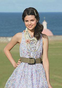 Selena Gomez, summer dress + love the necklace!