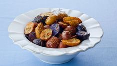 Recipe for Roasted Rosemary Fingerling Potatoes. Fingerling potatoes are a variety of fully mature potatoes which are slender and knobby in appearance. Roasting them enhances their rich nutty flavor. Homemade Tacos, Homemade Taco Seasoning, Seasoning Mixes, Cake Ingredients, Side Dishes Easy, Side Dish Recipes, Potato Recipes, Chicken Recipes