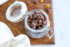 Chocolate-covered raisins are a classic candy that are easy to make at home. You'll never buy a box at the store again. Chocolate Cream, Melting Chocolate, Chocolate Covered Raisins, Raisin Recipes, Classic Candy, How To Make Chocolate, Candy Recipes, Serving Dishes, A Food
