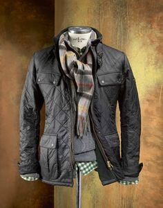 "#HIRMER Tipp aus der #BARBOUR INTERNATIONAL™-Kollektion: Steppjacke ""Ariel Polarquilt"" im Biker-Stil mit wärmendem Fleecefutter. #MensFashion #Jacken"