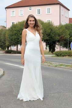 Wedding Dresses White Boho Dress - Bílé dlouhé splývavé svatební šaty s  výstřihem -Svatební studio Nella 9eaeed00ef