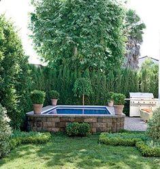 Hot tub idea.... Love the green fence.
