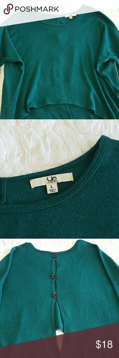 Forest Green Ya Los Angeles Button Back Sweater Gorgeous green color! Button back oversize Ya Los Angeles brand sweater. Size medium. In excellent pre-owned condition. Ya Los Angeles Sweaters