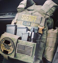 Tactical Equipment, Tactical Gear, Police Duty Gear, Swat Gear, Airsoft Ideas, Assault Vest, Army Vest, Bushcraft Gear, Blue Line Flag