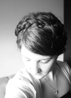 With temperatures rising into the 80s, it is time to get that mess of hair OFF your neck! Heidi braids are a cute way of doing it.    More on Zombie Lace blog     Beautiful Braids