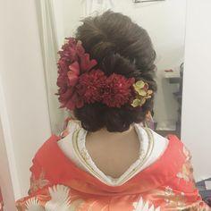 • • • hair arrange • 人気の 和シニヨン♡ お花に強弱つけると より、おしゃれ • #プレ花嫁  #ヘアメイク  #シニヨン #bridal  #wedding  #hairarrange  #ヘアアレンジ #ヘッドアクセ #サロモ #신부 #和装ヘア #ウェディングフォト  #hairstyle  #ヘアスタイル #着物#和装 #色打掛 #アンティーク着物 #アップスタイル #日本中のプレ花嫁さんと繋がりたい #ヘッドアクセ  #綺麗#ネイル #花嫁#新娘  #おしゃれ #サロンモデル#着付け  #結婚#2016秋婚 #結婚式準備