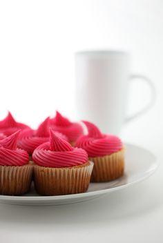 hot pink cupcakes {photo by Angela Bax}-4th ballerina bday