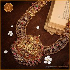 Indian Gold Jewellery Design, Jewellery Designs, Gold Jewelry, Clover Necklace, Baking Recipes, Necklaces, Jewels, Traditional, Bridal