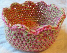 a Mountain Mama: Free Crochet Bowl Pattern Crochet Bowl, Easter Crochet, Love Crochet, Crochet Gifts, Diy Crochet, Crochet Hooks, Crochet Baskets, Crochet Kitchen, Crochet Purses