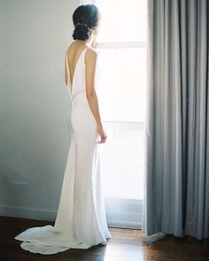 stylemeprettyThis #bride chose a sleek, modern and sophisticated look for her big day and we la-la-love it! | Photography: @sallypineraphoto | Hair + Makeup: @_jesswilcox | Bridal Boutique: @loho_bride | Wedding Dress: @alarobe