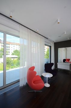 #diamonddeesigncz #diamonddesigneu #curtains #drapery #sheers #imbetween #luxuryliving #styleliving #sunprotection #zastineni #fabrics #designfabrics #luxuryfabrics #interiordesign #interierovydesign #zavesy #zaclony #textile #designovelatky #stylovezavesy #divcipokoj #loznice #bedroom #nebesa Drapery, Curtains, Roman Blinds, Decorative Cushions, Pent House, Egg Chair, Luxury Living, Interior Design, Bedroom