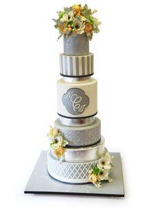 New wedding cake trend: metallic wedding cakes