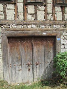 Kapılarda kilit yok.Her kapı bir hikaye..