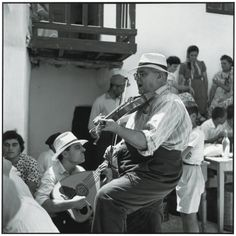 Robert McCabe, Mykonos Musicians at a baptismal festival, 1955 Courtesy of the artist and The Hellenic Centre Mykonos Island, Mykonos Greece, Athens Greece, Vintage Pictures, Old Pictures, Old Time Photos, Greece Pictures, Forms Of Poetry, Old Couples