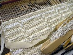 Tiedottamista ja akanpolku | UkkolanAkat Textiles, Tear, Shag Rug, Animal Print Rug, Loom, Knitting Patterns, Weaving, Carpet, Crochet