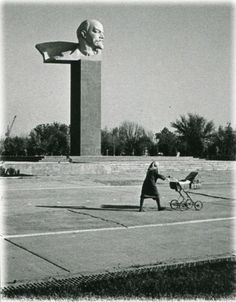 Soviet Russia By Eduard Gladkov - English Russia Soviet Art, Soviet Union, Louis Daguerre, Back In The Ussr, Russian Art, Photojournalism, Black And White, Architecture, 1970s