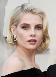Check out all the top hair and makeup looks from the 2019 Oscars, from Emma Stone to Constance Wu. Prom Hairstyles For Short Hair, Bob Hairstyles, Wedding Hairstyles, Short Vintage Hairstyles, Red Carpet Hairstyles, Very Short Hair, Short Hair Cuts, Short Hair Styles, Vintage Short Hair