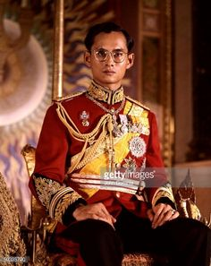 News Photo : Thailand's King Bhumibol Adulyadej in serious...