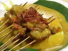 Cara Membuat Sate Padang Sate Padang, Sate Ayam, Malaysian Food, How To Grill Steak, Indonesian Food, Asian, Street Food, Beef Recipes, Cabbage