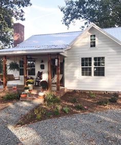 May best tiny house plans small cottages design ideas 37 Small Cottage Designs, Small House Design, Small Cottage Homes, Modern Farmhouse Exterior, Farmhouse Design, Cottage Farmhouse, Farmhouse Decor, Southern Farmhouse, Farmhouse Small