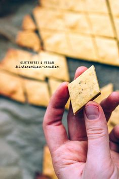 Grundrezept: Kichererbsen-Cracker - Vegetarian / Food for thought - Sin Gluten, Vegan Gluten Free, Gluten Free Recipes, Vegetarian Recipes, Vegan Vegetarian, Healthy Crackers, Healthy Snacks, Cake Vegan, Party Snacks