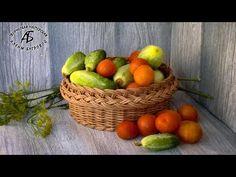 A simple bending on the basket! Diy And Crafts, Crafts For Kids, Paper Basket, Flower Girl Basket, Cardboard Crafts, Basket Weaving, Wicker, Fruit, White Paper