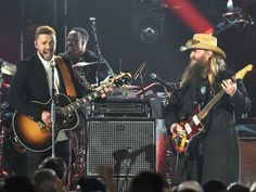 Justin Timberlake Photos - Musician Justin Timberlake (L) performs onstage with Singer-songwriter Chris Stapleton (R) at the annual CMA Awards at the Bridgestone Arena on November 2015 in Nashville, Tennessee. - Annual CMA Awards - Show Modern Country Music, Country Music Awards, Country Singers, Justin Timberlake Performance, Music Love, Pop Music, Chris Stapleton Tennessee Whiskey, Country Music Association, Cma Awards