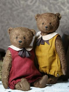 Sewing Teddy Bear Two teddy bears in dresses. Old Teddy Bears, Vintage Teddy Bears, My Teddy Bear, Teddy Bear Clothes, Teddy Toys, Sock Toys, Bear Doll, Cute Bears, Pet Toys