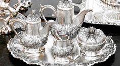 COCA COLA: non più acido muriatico, candeggina, ecc. Smacchia e deodora vestiti, sgrassa, lucida argento, ... vari usi