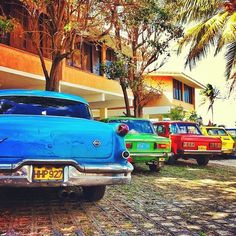 The vintage cars of Cuba. Varadero, covering Cuba's narrow Hicacos Peninsula, is a popular beach resort town. Varadero Cuba, Cienfuegos, Beautiful Islands, Beautiful Places, Places Around The World, Around The Worlds, Trinidad, Cuba Cars, Cuba Beaches