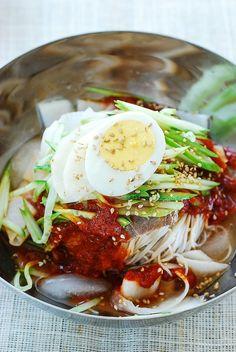 South Korean Food, Korean Street Food, Potluck Recipes, Gourmet Recipes, Healthy Recipes, Healthy Food, Cold Pasta Dishes, Korean Dishes, Korean Rice