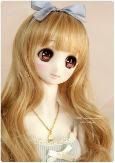 Her faceup is so sweet! Her eyes are so bright!
