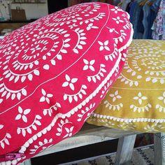 Very funky cushions at Empire at Point Lonsdale. #latergram #geelong #geelongbellarine #bellarine #bellarinetastetrail #victoria #visitvictoria #australia #visitaustralia #bellarinepeninsula #shopping  #australianproducts #design #interiordesign #interiordecor by grantourismo http://ift.tt/1JO3Y6G