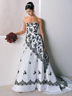 http://dyal.net/black-and-white-wedding-dresses Strapless Black and White Wedding Dress
