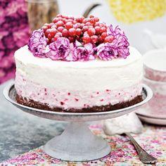 Vitchoklad och hallonmousse tårta på chokladbotten recept