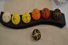 Via Ukrainian National Museum in Chicago Steps of writing a Ukrainian pysanka. Chicago Museums, Ukrainian Easter Eggs, Egg Art, Alberta Canada, National Museum, Easter Ideas, Social Studies, Artsy Fartsy, Craft Ideas