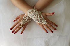 WEDDİNG GLOVES   elegant pearl inlaid ivory on ivory lace wedding dress gloves. French lace wedding gloves ... Soft and delicate Made with love to make your special day a fairytale ...  Each custom-made suitable   french lace used is very delicate and special. Unique and special. Only a custom design you can see my shop. strap attached. use special gloves are quite comfortable.  FREE SHİPPİNG!  delivery time is 15-20 days If you want faster shipping if you buy it: Buy a rush order for your…