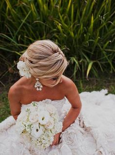 bouquets, classic, hydrangea, ranun, rose, white, elegant, ruffles, strapless, wedding dresses, hairstyles, romantic , up-do, Summer