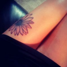 Sunflower Tattoo, love the positioning!