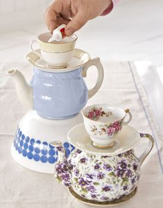 This time we present you very creative and fun crafts inspired by a cartoon. Alice in wonderland is a story that can't be forgotten. This story is so Fun Crafts, Arts And Crafts, Teacup Crafts, Diy Tableware, Alice In Wonderland Theme, Teapots And Cups, Do It Yourself Home, Tea Party, Craft Projects