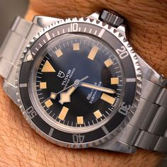 Simple Watches, Cool Watches, Watches For Men, Men's Watches, Tudor Black Bay Blue, Rolex Tudor, Watches Photography, Sport Watches, Vintage Watches