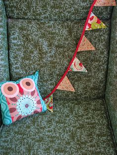 tutorial for fabric bunting at Offbeat Bride