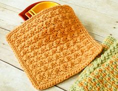 Textured Crochet Dishcloth Pattern - It's amazing what a rich and complex design can be achieve with only two basic crochet stitches. Perfect for beginners … if you know how to work a single crochet and a double crochet, you are all set!