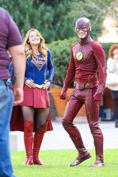 The Flash & Supergirl Supergirl Superman, Supergirl And Flash, Supergirl Season, Dc Comics, Flash Barry Allen, The Flash Grant Gustin, Cw Dc, Cw Series, Super Girls
