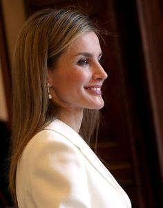 Spanish Queen Letizia wore natural make-up and dazzling earrings at the event in Vatican to meet Pope Francis, 30.06.2014