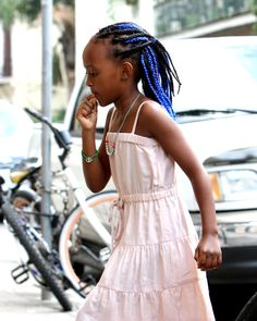 Zahara Jolie-Pitt shows off her blue hair extensions in New Orleans Angelina Jolie, Jolie Pitt, Kinky Curly Hair, Curly Hair Styles, Natural Hair Styles, Brad Pitt, Vivienne Jolie, Blue Hair Extensions, Tight Curls
