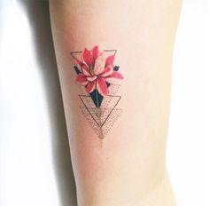 Luiza Oliveira - Blackbird Atelier tattoo - tatuagens femininas e delicadas inspiradas na botânica e na natureza