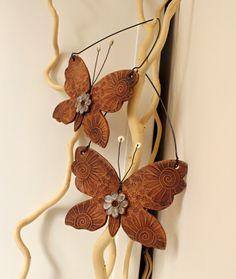 Motýlů křídla 6. Keramický motýl, dekorace do bytu i zahrady Celková délka 20 cm, šířka 14 cm Cena za kus