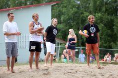 Iskelmän joukkue ja Neljänsuora pelasivat perinteisen lentopallo-ottelunsa Singing, Soccer, Sports, Hs Sports, Football, European Football, Excercise, Sport, Exercise